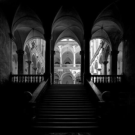 Entrata fra luce e ombre.jpg