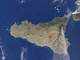 Immagine dal satellite durante l'eruzione dell'Etna nel 2002.