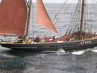 Excelsior (smack) - Image: Excelsior with staysail