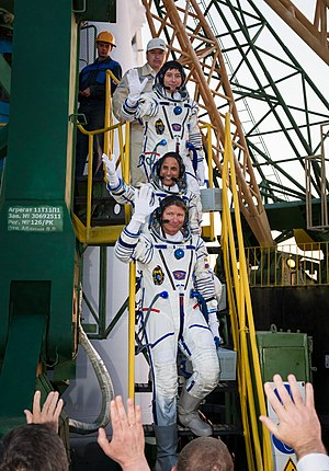 Expedition 31 - Image: Expedition 31 crew wave goodbye