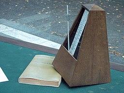 FFM Adorno-Denkmal Metronom 1