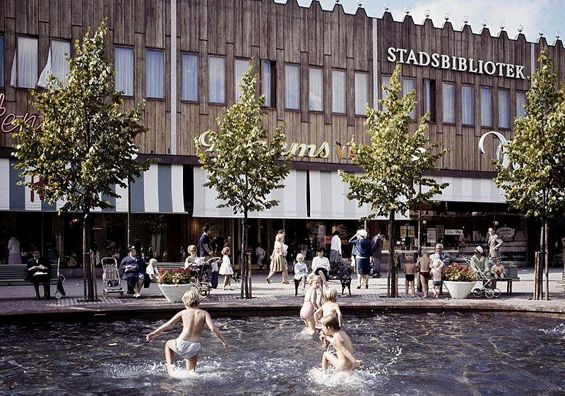 Fil:Farsta centrum 1967.jpg