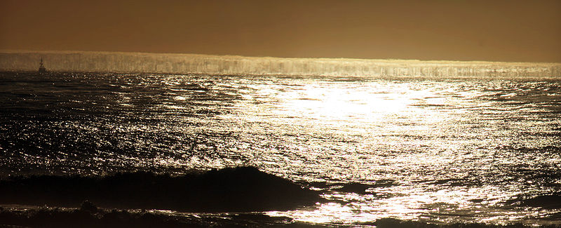 File:Fata Morgana of sea surface and sun glitter.jpg
