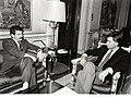 Felipe González conversa con el secretario general del Partido Comunista de España.jpg
