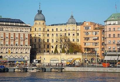 Vägbeskrivningar till Fersenska Palatset med kollektivtrafik