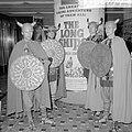 Filmreclame De mars van de Vikingen over het Gartmanplantsoen te Amsterdam Opd, Bestanddeelnr 916-8777.jpg