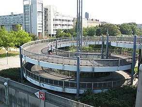 Floridsdorfer Brücke 2007 ramp for pedestrians+bicyclists (Brigittenau) b.jpg