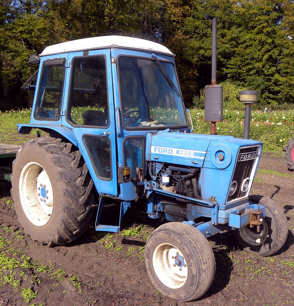 Ford 4600 Tractor Information : Ford width