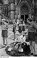Fotothek df roe-neg 0002813 003 Kränze und Mitglieder der FDJ die Ehrenwache haltend bei der Bachfeier.jpg