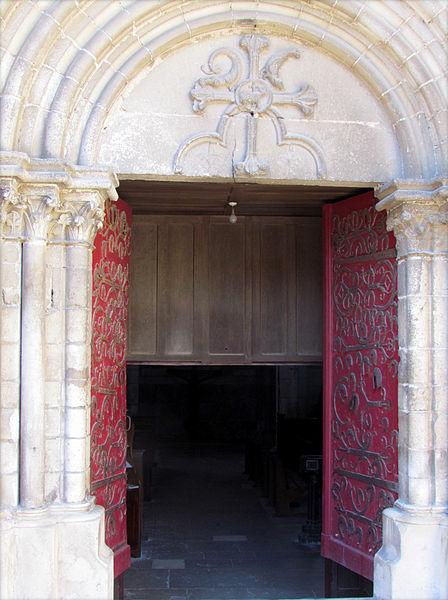 Porte romane de l'église-collégiale Saint-Martin # Chablis # Yonne (89).