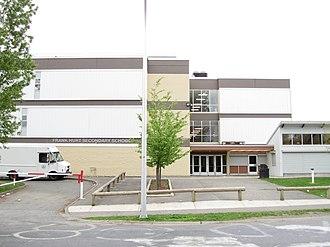 Frank Hurt Secondary School - Image: Frank Hurt Secondary entrance (2010)