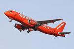 "G-EZUI A320 Easyjet ""200th Airbus"" (25354643555).jpg"