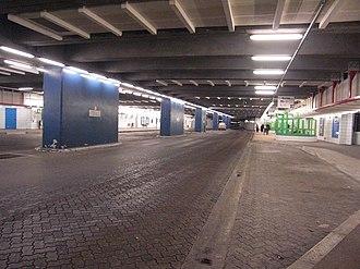 Saint-Quentin-en-Yvelines–Montigny-le-Bretonneux station - Image: Gare routière souterraine SQY