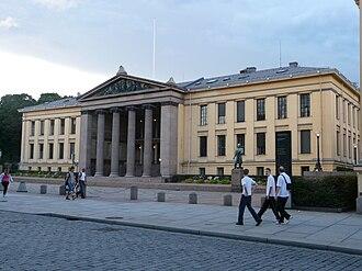 Universitetsplassen - A university building facing the square