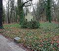Gedenktafel Schönwalder Allee 26 (Haken) Stiftsfriedhof2.jpg
