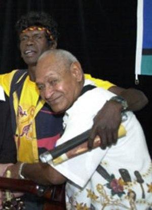 George Rrurrambu Burarrwanga - Burarrwanga (left) with Seaman Dan (right) in 2002