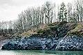 Gesteinswand an der Urft, Nationalpark Eifel.jpg