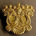 Gold pin figure Louvre Bj954.jpg