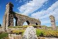 Gudhem klosterruin en vacker sommardag - sten med lav i förgrunden.JPG
