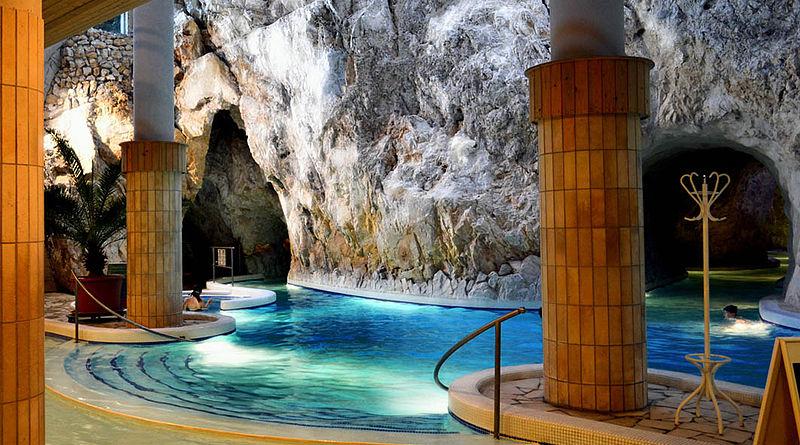 File:Höhlen-Mineral-Thermalbad in Miskolc Tapolca,Ungarn.jpg