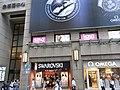 HK Causeway Bay 羅素街 Russell Street evening 金朝陽中心 Soundwill Plaza 02 shop Swarovski Omega.jpg