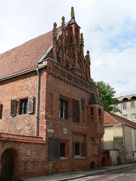 Soubor:House of Perkūnas, Kaunas.jpg