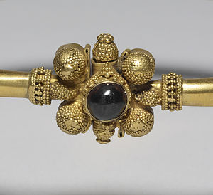 Huns - Detail of Hunnish gold and garnet bracelet, 5th century, Walters Art Museum