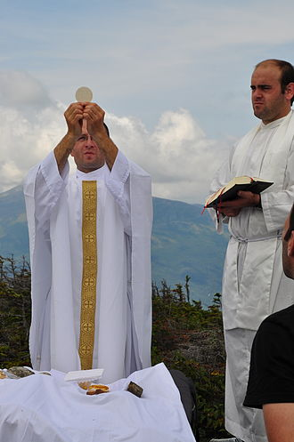Institute of the Incarnate Word - Priests of the Institute of the Incarnate Word celebrate Mass for seminarians on a mountaintop during a summer hiking trip in the United States.