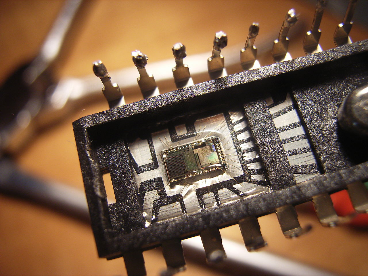 file integrated circuit optical sensor jpg wikimedia commons
