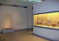Interior del Museu de la Prehistòria de Thira, Santorí.JPG