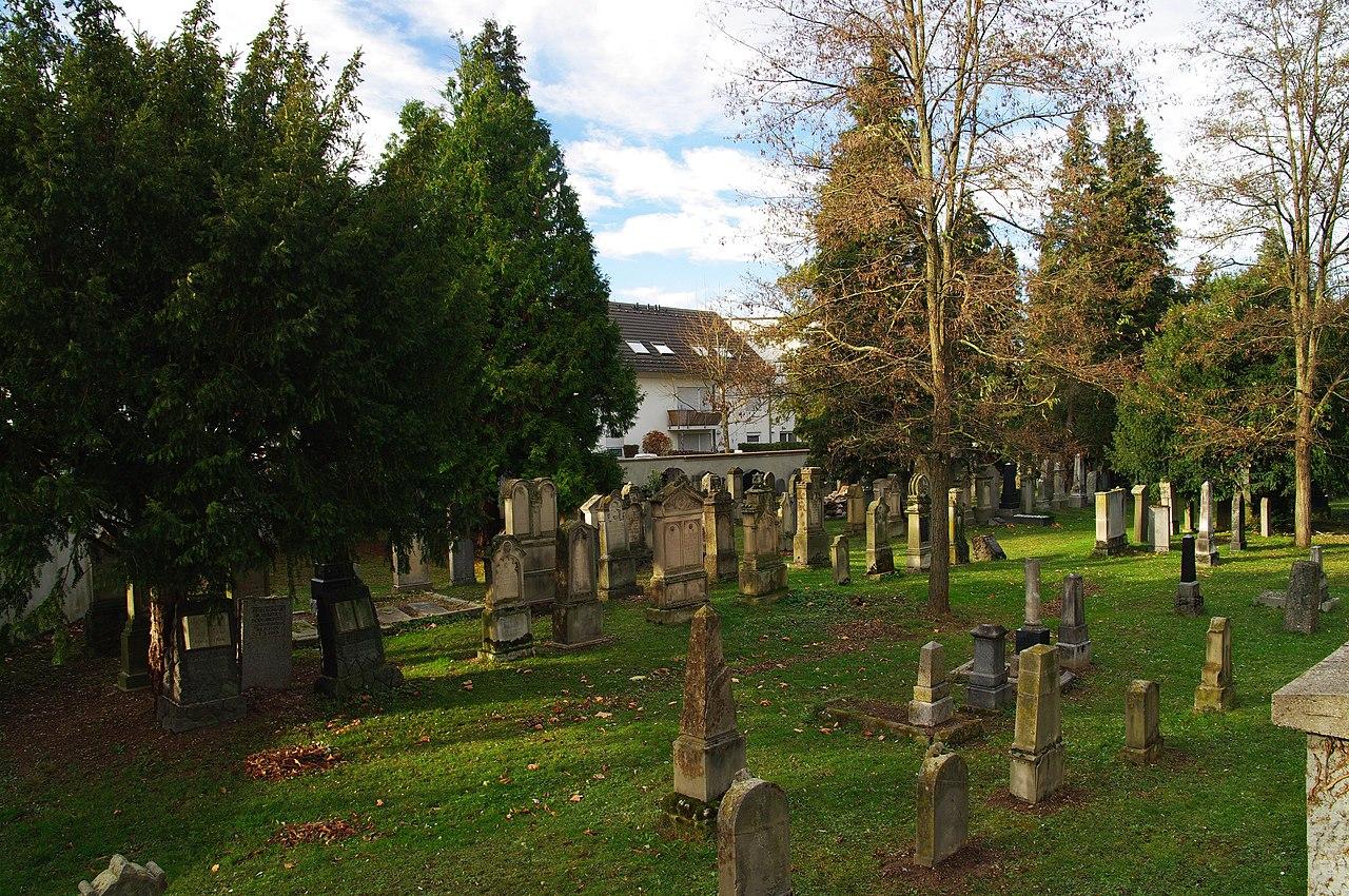 Israelitischer Friedhof (Freiburg) 08.jpg