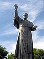 Jan Paweł II - pomnik na Jasnej Górze.jpg