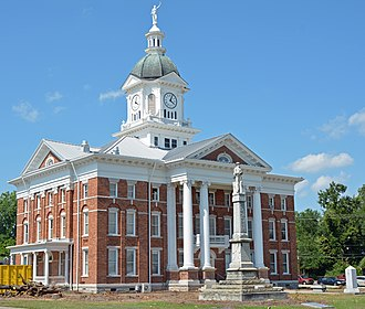 Jenkins County Courthouse - The courthouse and Confederate Monument in 2016