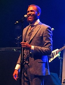 Jidenna performing in 2015