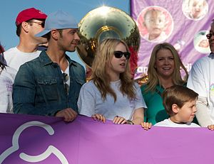 Melissa Joan Hart - Image: Joey Lawrence, Taylor Spreitler and Melissa Joan Hart March of Dimes 483 (5673905264) (cropped)