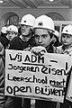 Jongere met protestbord, Bestanddeelnr 932-4540.jpg