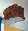 Kadeschool in Gouda, balken met houtsnijwerk (1).jpg