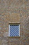kasteeltoren, detail, venster en muur met bouwsporen - nieuwkuijk - 20333291 - rce