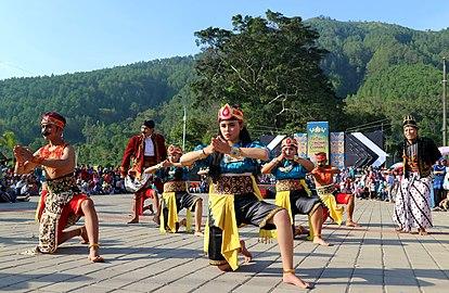 Keindahan budaya dan gunung Telomoyo.jpg