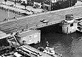Kennedybrücke, Sperrwerk retusche.jpg