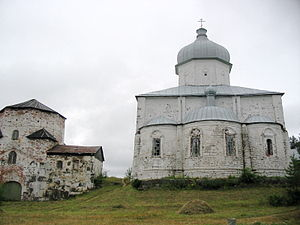 Kiy Island - Cathedral of the Exultation: the lower part of the walls is built of local dolomite; the walls above the choir gallery are constructed of granite boulders; while the vaults and apses are brick.