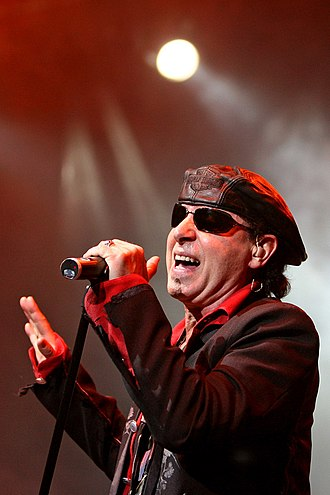 Klaus Meine - Meine performing in 2007