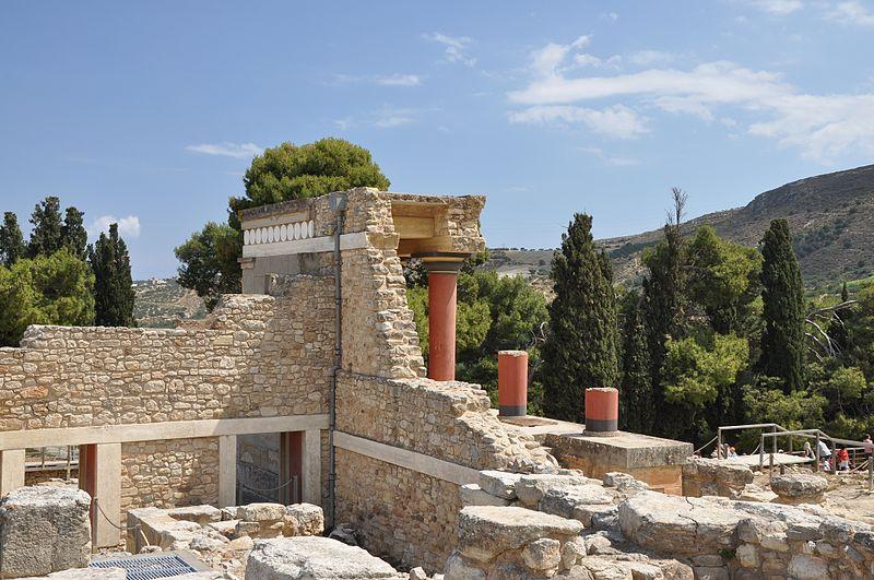 Ficheiro:Knossos north entrance, Crete 001.JPG