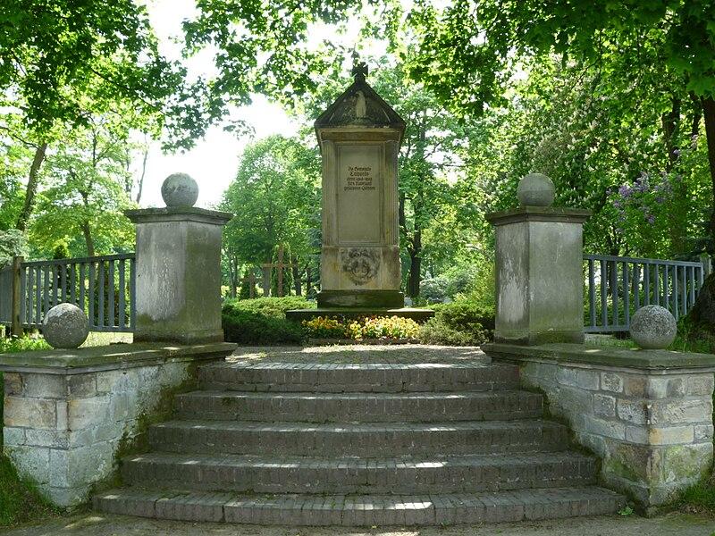 Das Denkmal der gefallenden vom ersten Weltkrieg, Friedhofsportal, Calvörde (Sachsen-Anhalt)