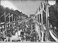 L'avenue des Champs-Elysées pavoisée - Paris 08 - Médiathèque de l'architecture et du patrimoine - APZ0008294.jpg
