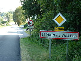 Lépron-les-Vallées (Ardennes) city limit sign.JPG