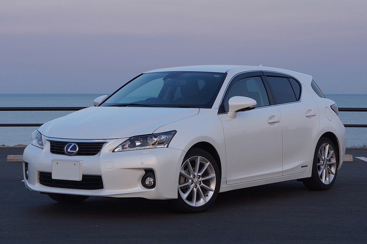 LEXUS CT200h Japan 2011 front.JPG
