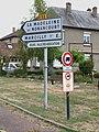 La Madeleine-de-Nonancourt-FR-27-panneaux routiers-01.jpg