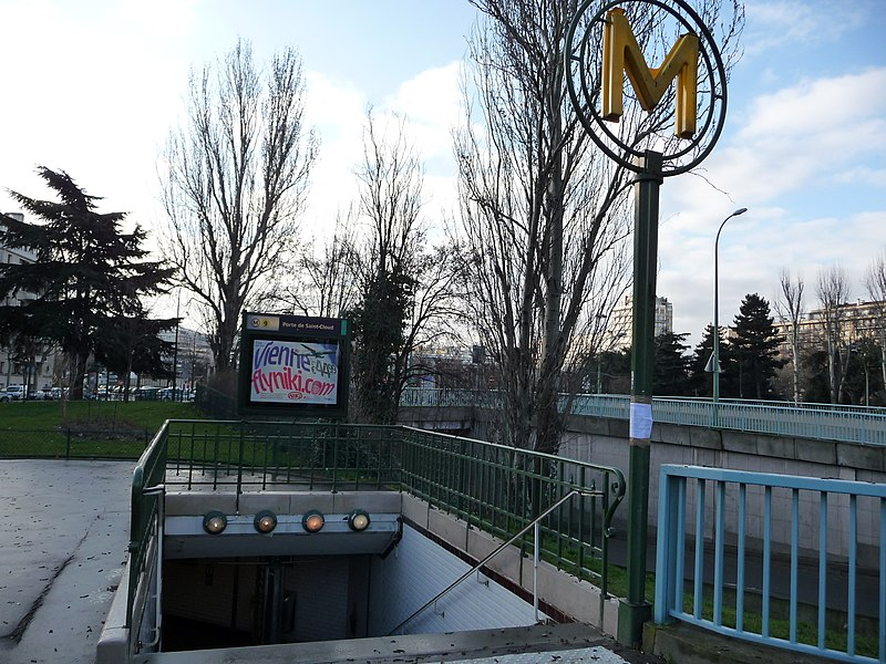 File:La Station de Metro - place de la porte de Saint Cloud - panoramio (1).jpg