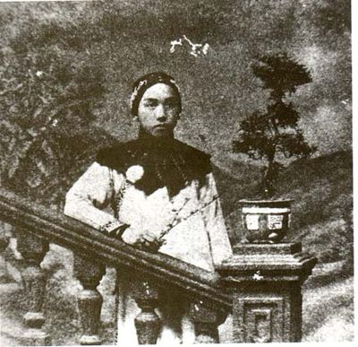 Zhuangzi Tests His Wife (1913) is credited as the first Hong Kong feature film LaiMan-Wai.jpg